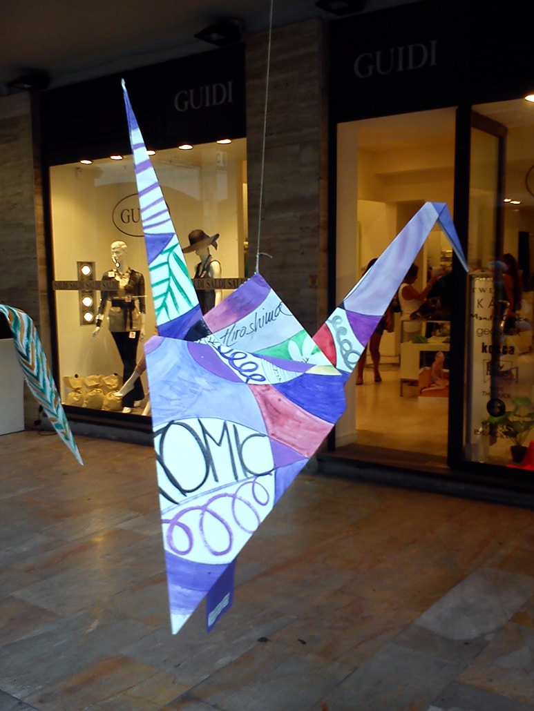 On the wings of peace – the square painted with cranes. Live painting event, Pisa, 4 July 2015